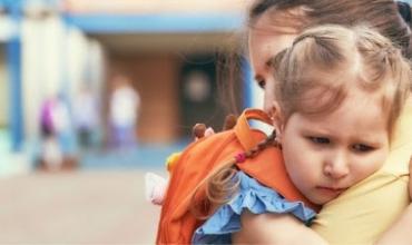 Ankthi i ndarjes së fëmijëve nga prindërit, kur shkojnë në kopsht