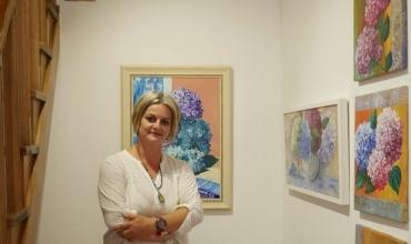"""""""Luleborë""""- ekspozita që vulosi talentin si piktore të mësueses shkodrane Teuta Lagja"""