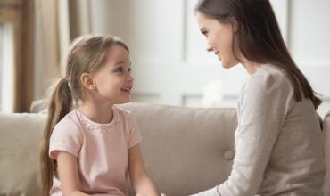 Pyetjet më interesante që fëmijët e të sotmes ua thonë prindërve të tyre