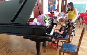 """""""Unë dua t'i ngjaj mësueses time të pianos"""""""