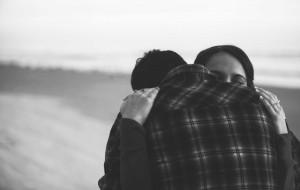 Një përqafim ju bën të ndiheni më të lumtur!