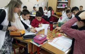 Në orën e matematikës me mësuese Eranda Zajsi