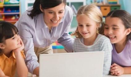 Cili është roli i mësuesit?