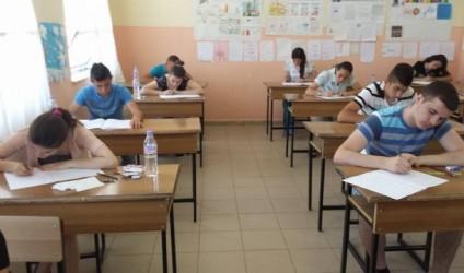 Anglisht dhe gjuhë shqipe, testet e vitit të kaluar