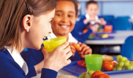 Çfarë duhet të konsumojnë fëmijët në shkollë?