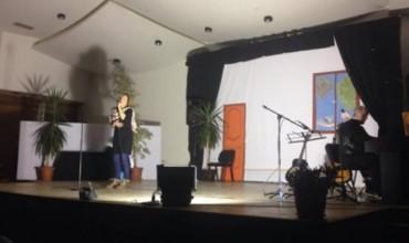 """""""Hirushja"""" u vu në skenë nën interpretimin e studentëve"""