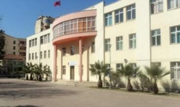 """Zjarr në shkollën """"Emin Duraku"""", pezullohet mësimi"""