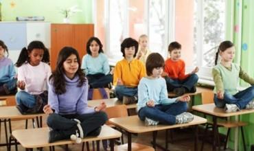 Joga në klasë, zgjedhja e zgjuar për të pasur nxënës pozitivë