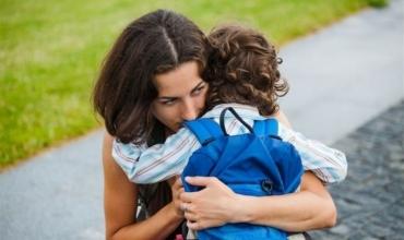 Ankthi i ndarjes që përjeton fëmija juaj kur shkon për herë të parë në çerdhe, kopsht ose shkollë