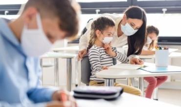 Infektohen me COVID-19, karantinohen 80 mësues dhe 40 nxënës