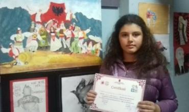 Enxhi Kamxhiu, nxënësja e talentuar në art dhe në shkencë