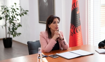Ministrja Kushi uron rifillimin e procesit mësimor me mesazhet sensibilizuese të vetë nxënësve