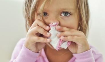 Mënyra si të ndihmoni një fëmijë me sistem imunitar të dobësuar