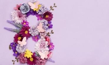 """""""Nënë""""- poezi për të gjitha ato bija që janë larg nënave të tyre këtë 8 Mars"""