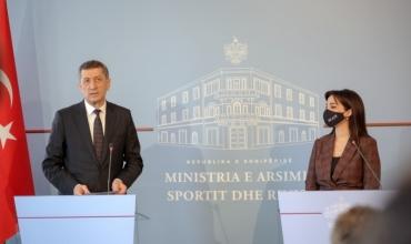 Ministrja e MASR mikpret homologun turk, Ziya Selçuk, Kushi: Thellim bashkëpunimi në arsim dhe shkencë