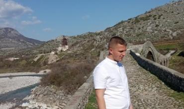 """Thirrja e maturantit nga Shkodra: Ejani vizitoni """"Urën e Mesit""""!"""