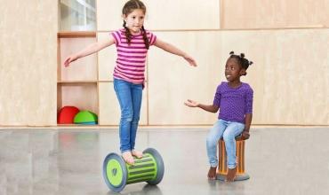 Zhvillimi psikomotorik, çfarë duhet të ketë përvetësuar fëmija sipas moshave përkatëse? Nga Lorela Garuli