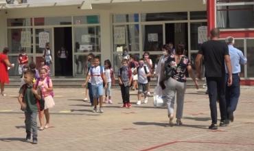 Ministrja Kushi u përgjigjet prindërve: Vendimi për turnet i përkohshëm, 78% e shkollave po zhvillojnë mësim normalisht
